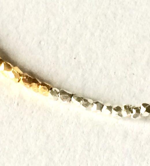 Bransoletka z maleńkich szajbniętych koralików srebrnych w większości pozłacanych, ludzie nocy, żywioł ognia, IMG_1392